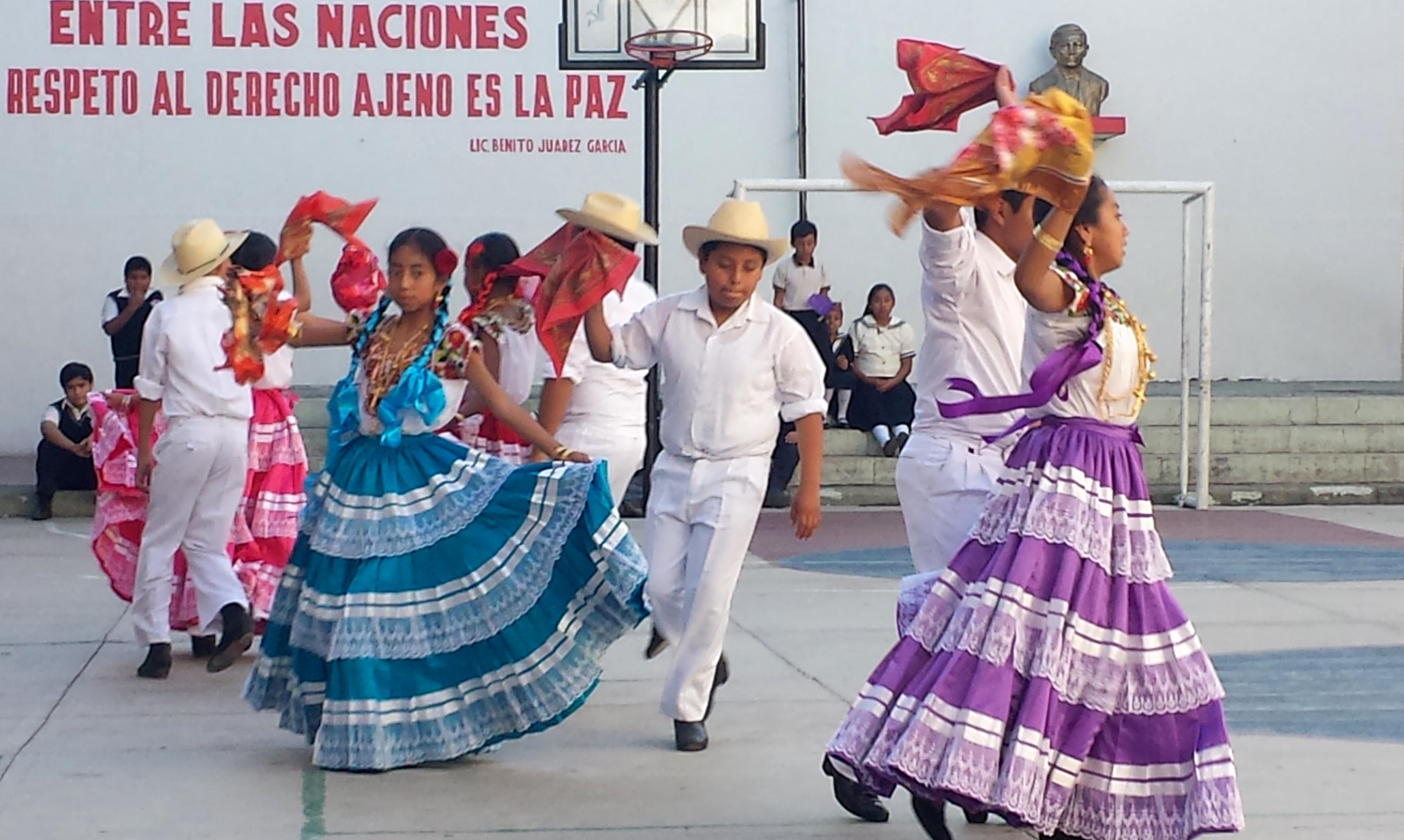 """Inauguración de la extensión del Taller de Danza Mexicana (TADAMEX) en la Escuela Primaria """"Presidente Venustiano Carranza""""."""