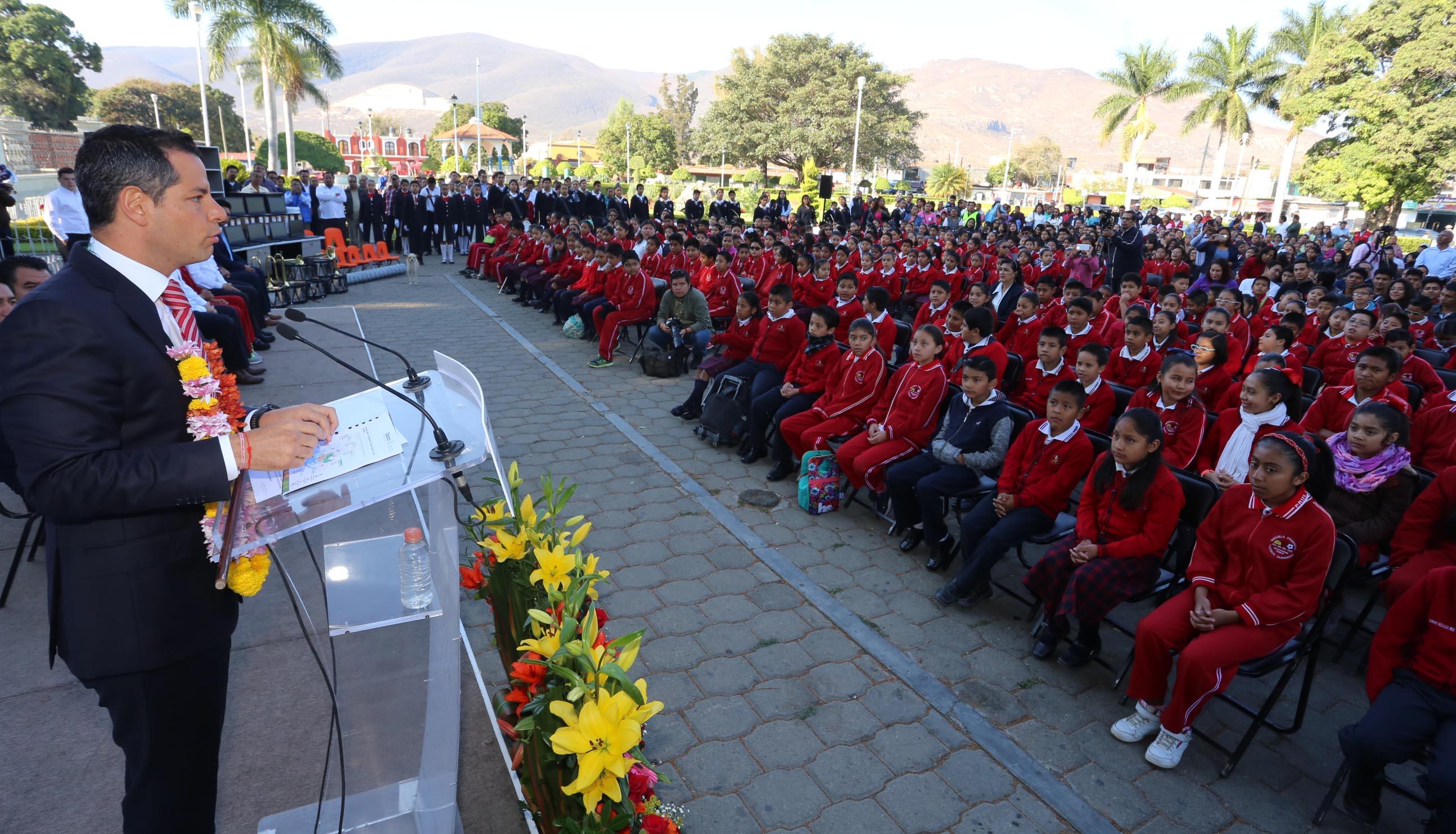 """A 100 días de su Gobierno, entrega Alejandro Murat apoyos por más de 300 mdp para """"Escuelas de Tiempo Completo"""""""