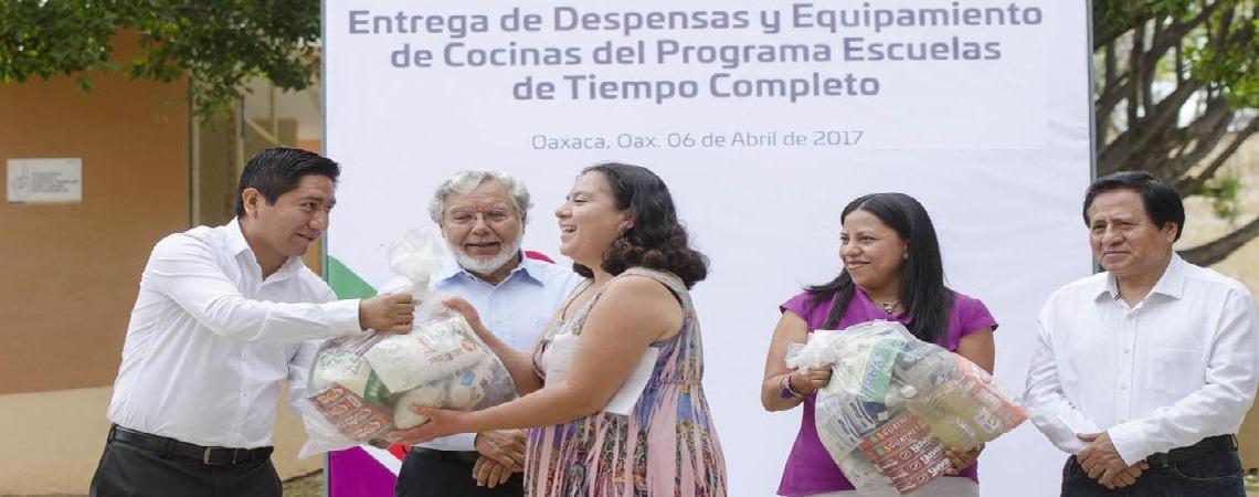 """Entrega IEEPO más de 131 mdp de apoyos alimentarios del programa """"Escuelas de Tiempo Completo""""."""