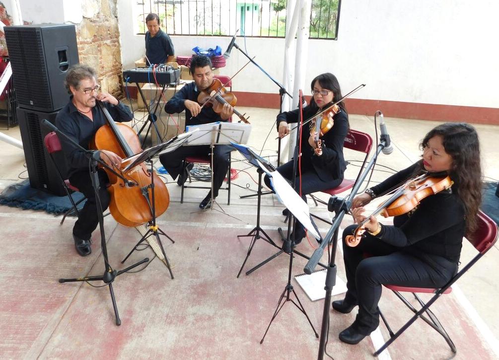 """Ceremonia de clausura en el Jardín de Niños """"Luz Cordero Galindo"""" en San Jerónimo, Yahuiche."""