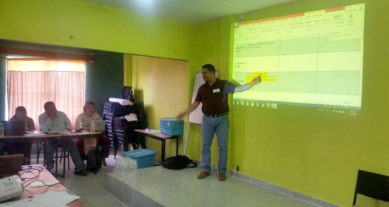 Capacitación a Directores participantes en el Programa de Escuelas de Tiempo Completo en la Región de la Cuenca del Papaloapan.