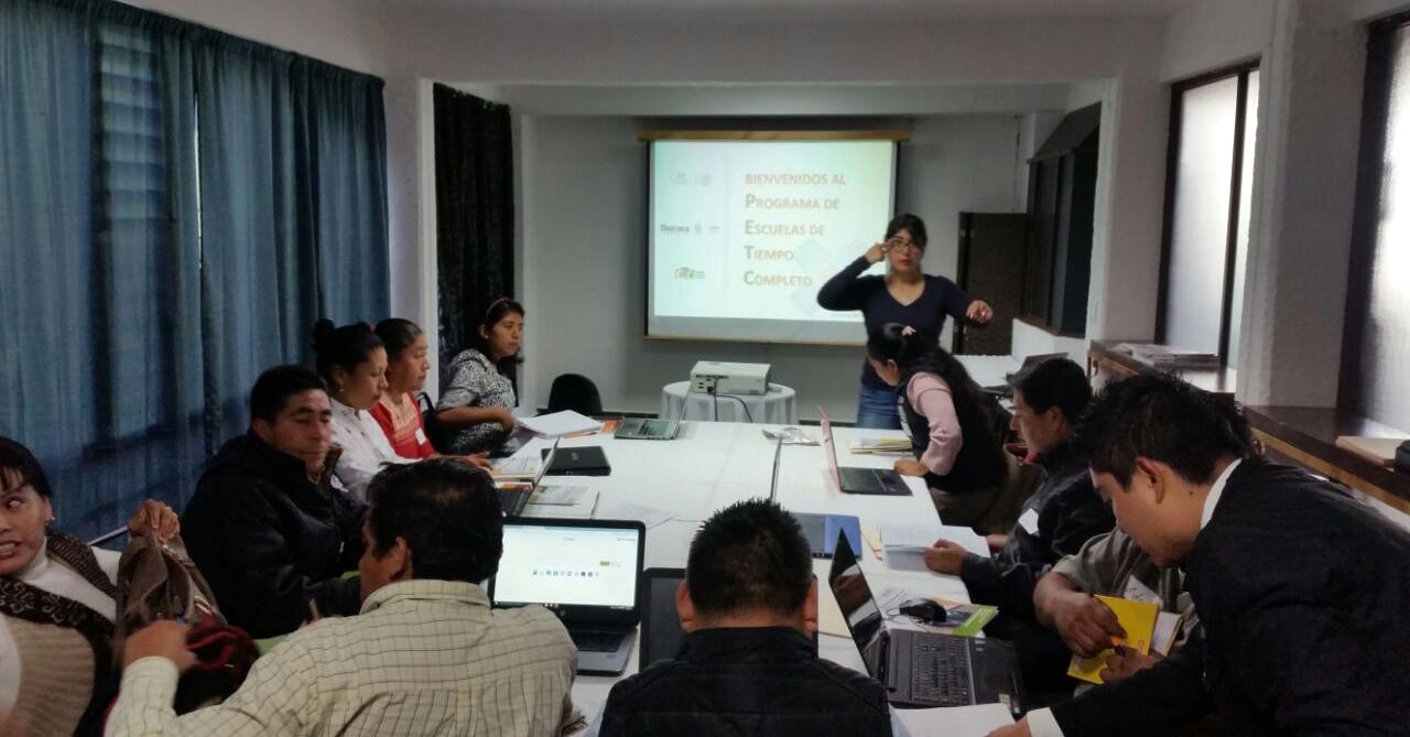 Capacitación a Directores participantes en el Programa Escuelas de Tiempo Completo de la región Mixteca.