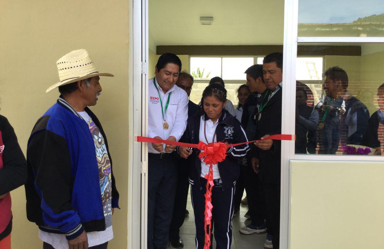 Apoyo a escuela de San Miguel el Grande, dentro del marco del Programa de la Reforma Educativa.